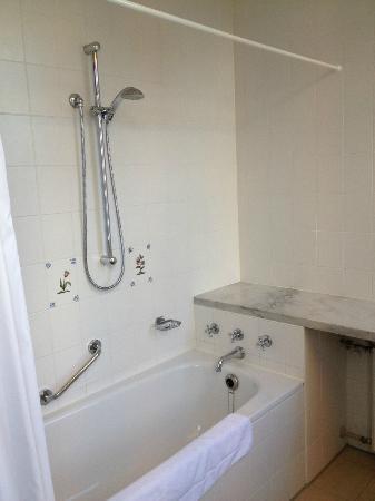 Dikker & Thijs Fenice Hotel: large shower