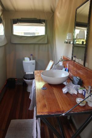 Sango Safari Camp: bathroom in tent