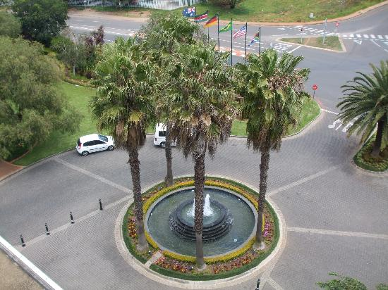 ‪‪Southern Sun O.R Tambo International Hotel‬: fountain‬