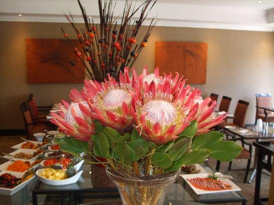 Southern Sun O.R Tambo International Hotel: flowers