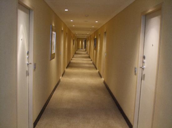 Southern Sun O.R Tambo International Hotel: spooky