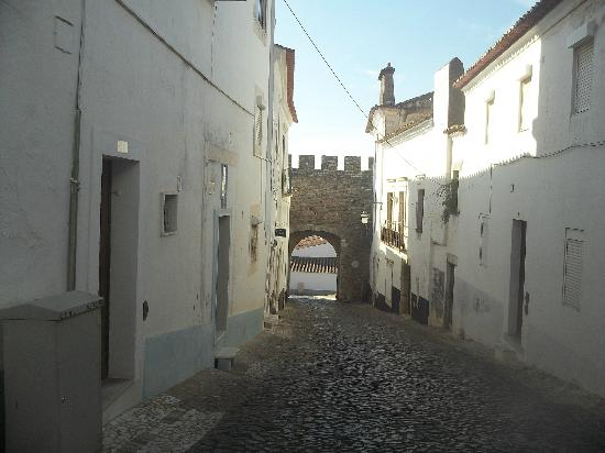 بوزادا كاستيلو دي إستريموز - هيستوريك هوتل: Estramoz town