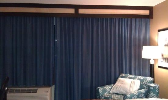 La Quinta Inn & Suites Richmond-Chesterfield: New curtains were nice.