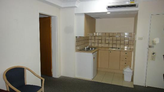 Cairns Plaza Hotel: Kitchenette