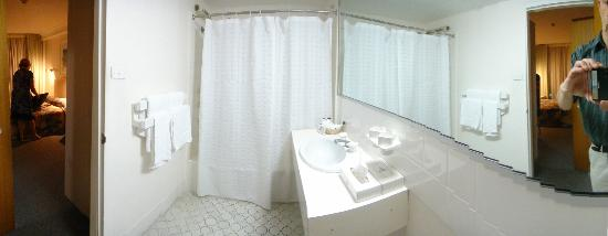 Cairns Plaza Hotel: Bathroom