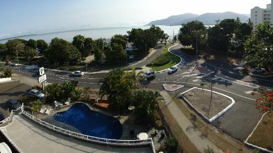 Cairns Plaza Hotel: Wide view from balcony
