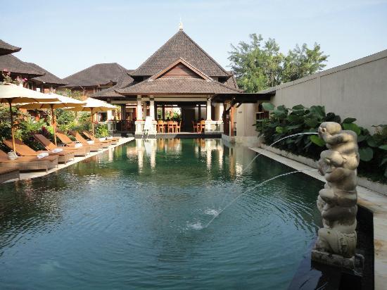 Sri Phala Resort & Villa: la piscine et le restaurant