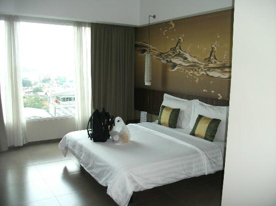 Aston Primera Pasteur Hotel & Conference Center: comfortable bed