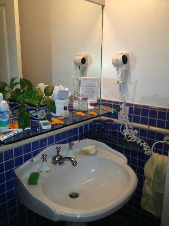 Casa Tropicana: bathroom