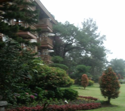 The Manor at Camp John Hay: Beautiful garden of the Manor