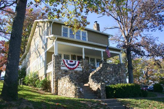 The Branson House: Gorgeous Outside and Inn!