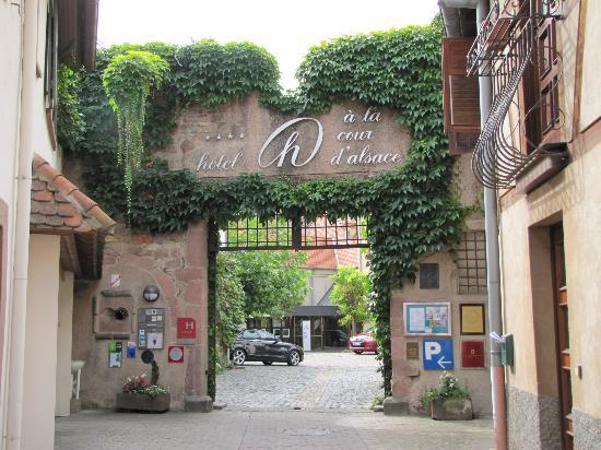 Hotel A la Cour d'Alsace : Front gate of hotel