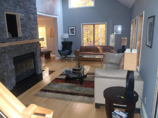 Whispering Pines Bed & Breakfast: Living Room