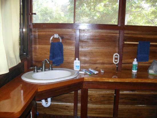 Mother Dear Ocean Cottages: Washroom