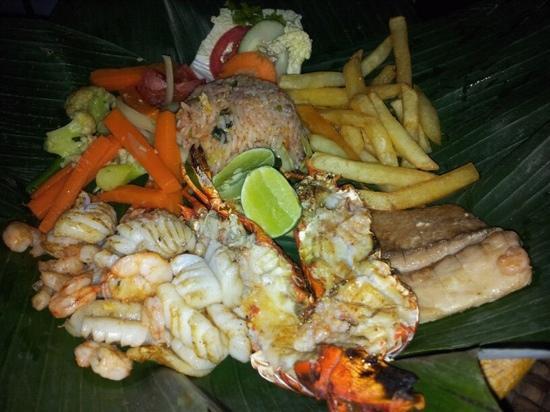 Nelayan Seafood Restaurant: Seafood Plate