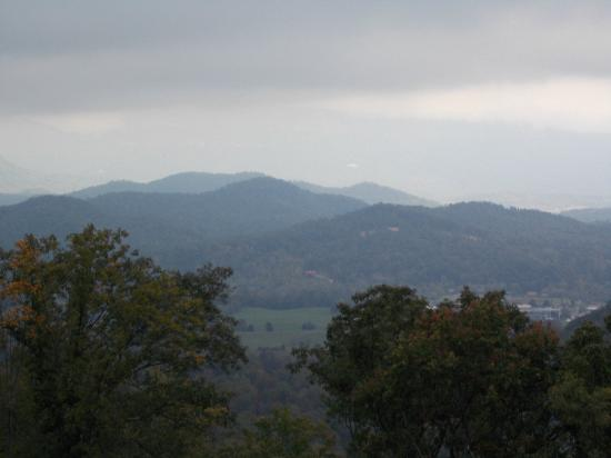 Gatlinburg Scenic Overlook: a peek at the beauty available