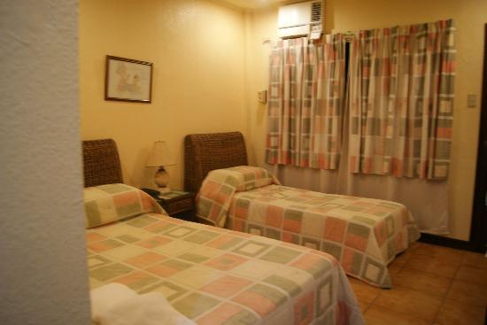 Sampaguita Gardens: clean standard room