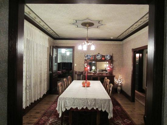 Albert Stevens Inn: Dining room