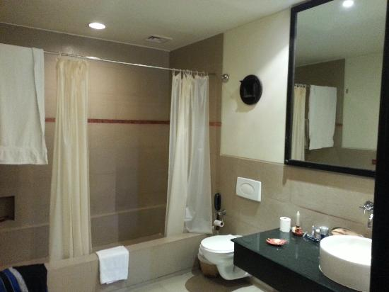 Gokarna Forest Resort: Bathroom