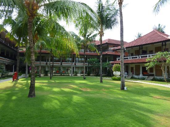 Holiday Inn Resort(R) Baruna Bali: Gardens in front of room