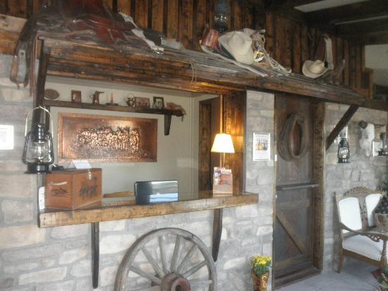 Sheldon St. Lodge: Old West Lobby