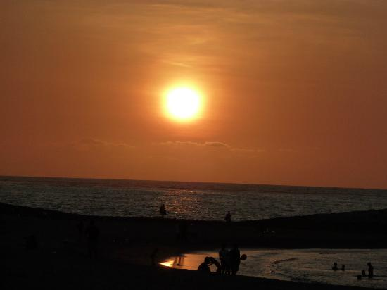 Holiday Inn Resort Baruna Bali: Sunset on Tuban beach outside hotel
