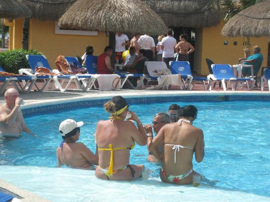 Allegro Cozumel: the adult pool area