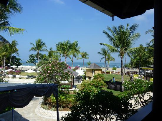 Holiday Inn Resort Baruna Bali: View from foyer over grounds to beach