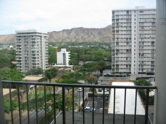 Hyatt Place Waikiki Beach: Ninth floor room's balcony view of Diamond Head/urban Honolulu