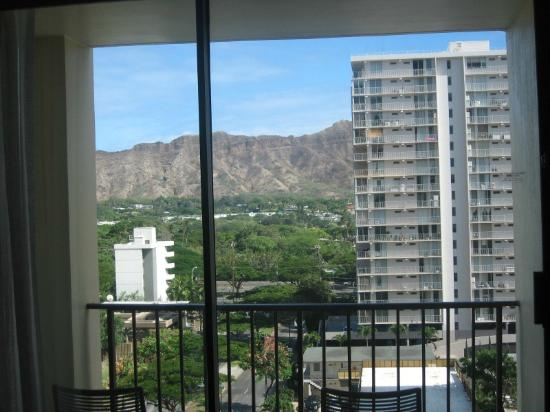 Hyatt Place Waikiki Beach: Ninth floor mountain/Diamond Head view from room