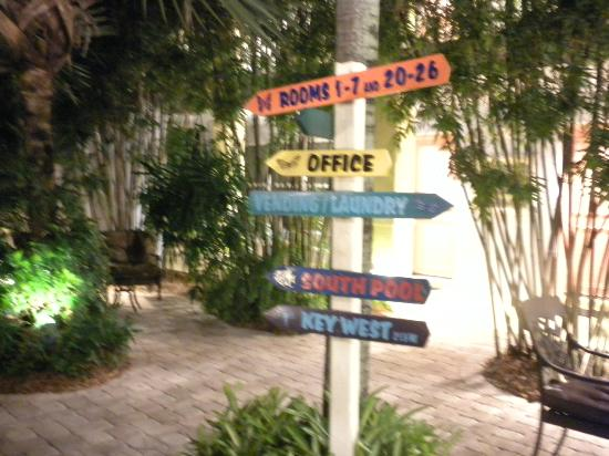 Crane's Beach House Boutique Hotel & Luxury Villas: Signs Everywhere