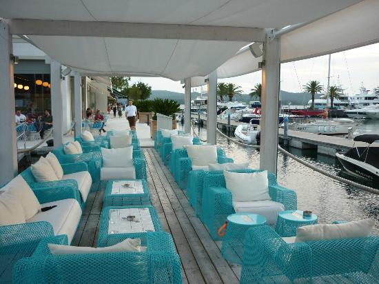 Mirela's Apartments: Bar in Porto Montenegro near by, great for a sunset drink & pepe watch.