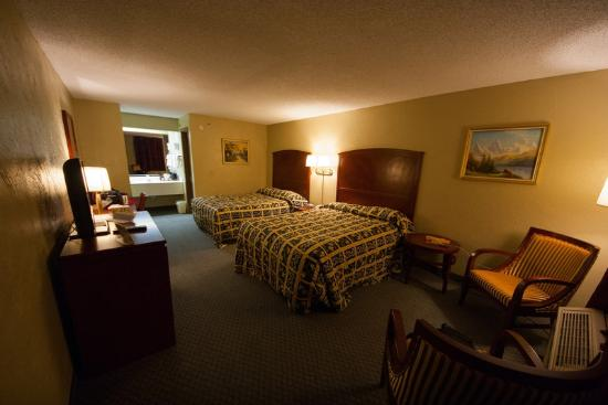 Days Inn Branson/Near the Strip: Our room - Nice and clean