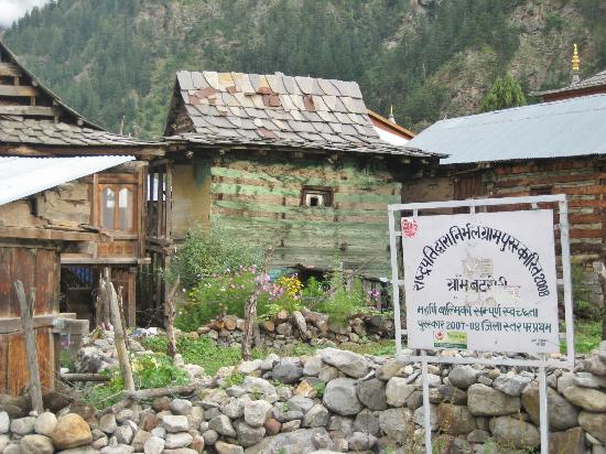 Banjara Camp &  Retreat - Sangla Valley Camp: adjacent village