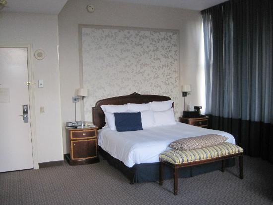 Renaissance Pittsburgh Hotel: Comfy bed