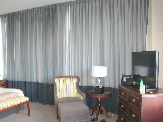 ‪‪Renaissance Pittsburgh Hotel‬: Other side of the bedroom