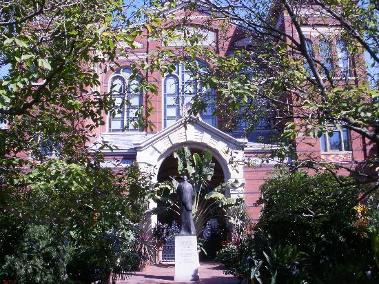 Enid A. Haupt Garden: So many trees and flowers