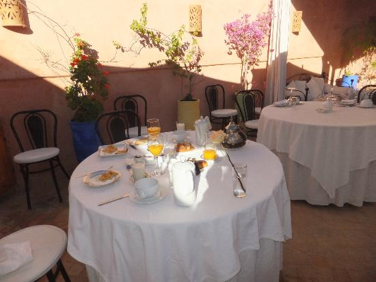 Riad Al Badia: Breakfast on roof top terrace