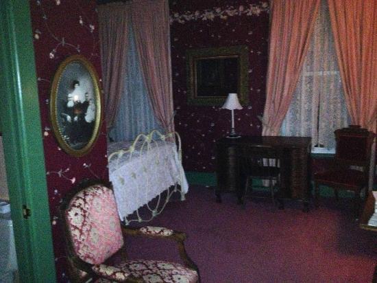 Hotel Strasburg: Charming Victorian Decor