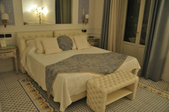 Luxury Villa Excelsior Parco: Our bedroom - very charming