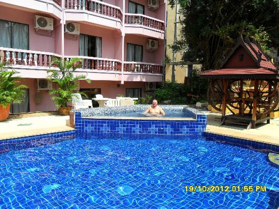 Duan Nam Ing Hotel : Pool Area