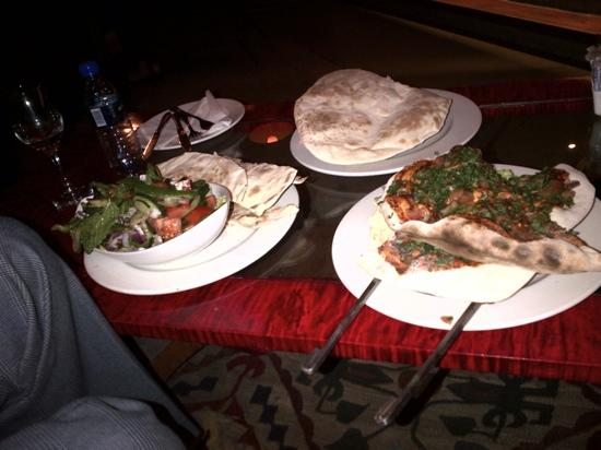 Man'oushe Restaurant: mouthwatering food