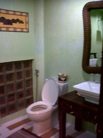 Bohol Bee Farm: bathroom