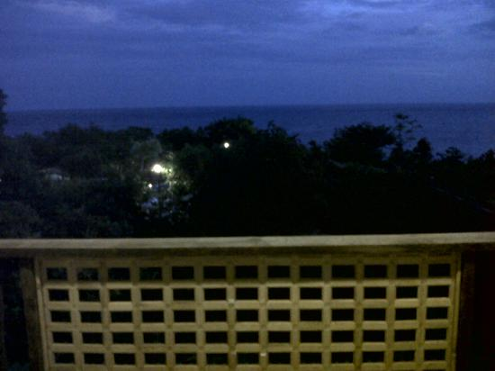 Bohol Bee Farm: balcony at night