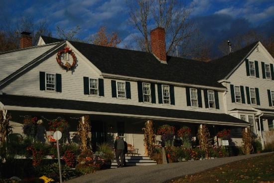 Christmas Farm Inn & Spa: front of Inn