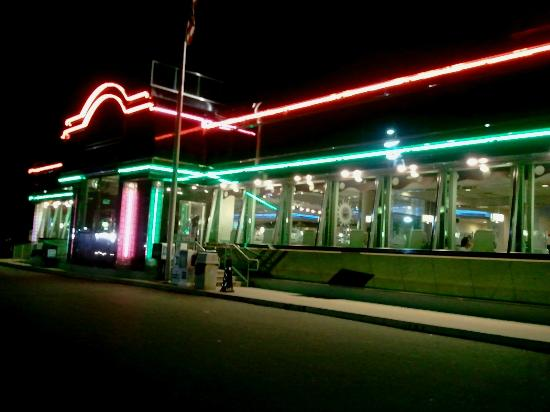 Starlite Diner & Lounge: Exterior view