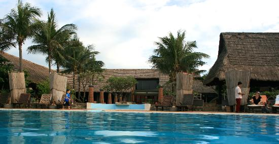 AVANI Quy Nhon Resort & Spa: Main reception area from pool side
