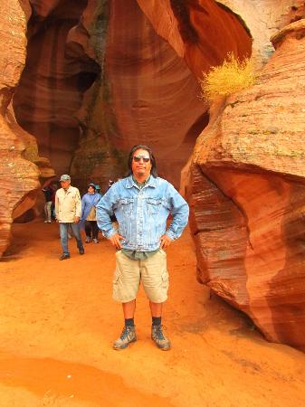 Antelope Slot Canyon Tours: Our guide- lovely man , great guide.