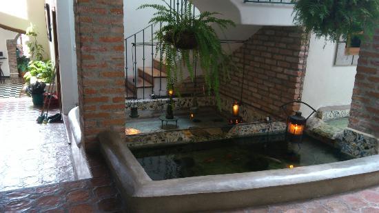 Posada Casa Sol: Pescera y escaleras internas