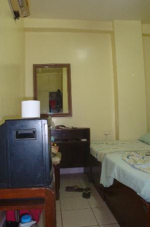 Casa De Tacloban: tv in aircon room